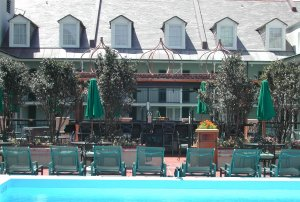 Royal Sonesta pool bar